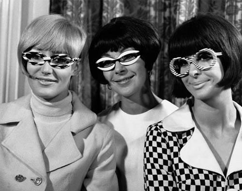 Esta semana estamos muy sesenteros, y todo se lo debemos a los Beatles que  este año celebran su 50 aniversario. Nosotros nos hemos propuesto  recordarlos ... 455f708f36