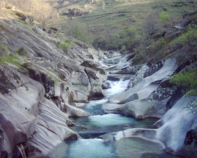 Algo que ver las mejores piscinas naturales motvblog for Piscinas naturales de rascafria